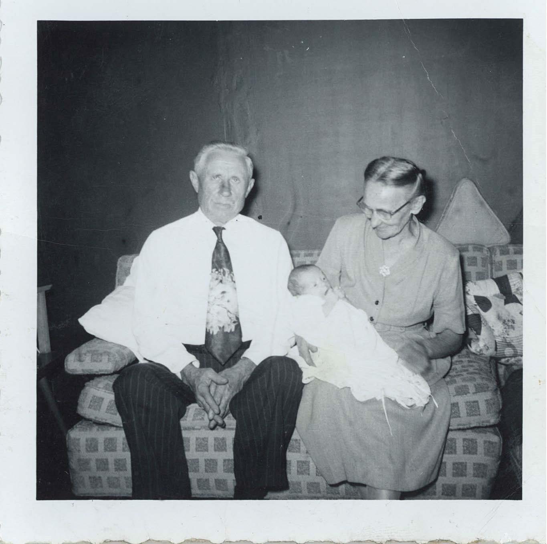 Grandpa-Grandma-Gutowski-unknown-baby